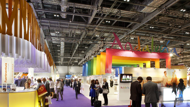 Easy-to-control high-bay lighting by Philips providing a clear vision both for exhibitors and visitors at Excel Exhibition Hall