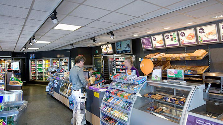 The Q8 Qvik to go cashier area is lit by Philips energy-saving lighting