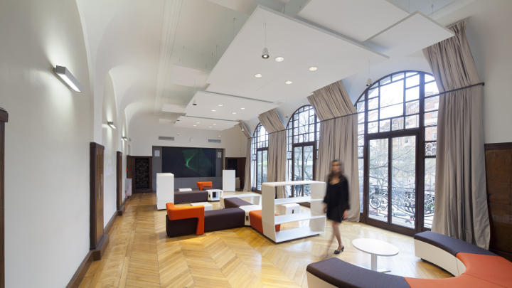 The Haworth showroom equipped with Philips office and Philips lighting control systems