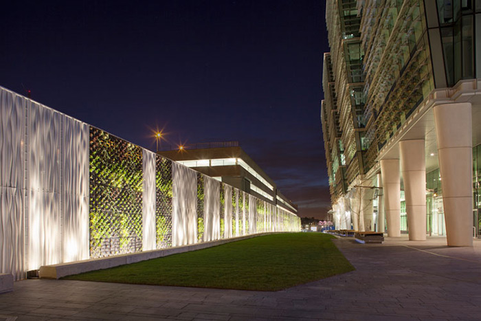 White LED fixtures from Philips Color Kinetics add a movement to the Green Wall at Birmingham, England's Snow Hill Station