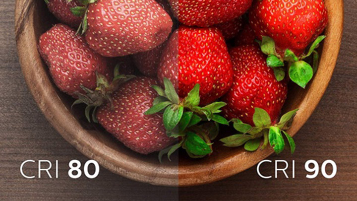 Two images of strawberries with low and high color rendering